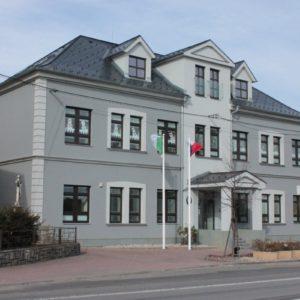 Zateplení fasády obecního úřadu a ZŠ, Hrabyně